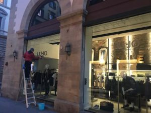 Pulizie vetri negozi Roma