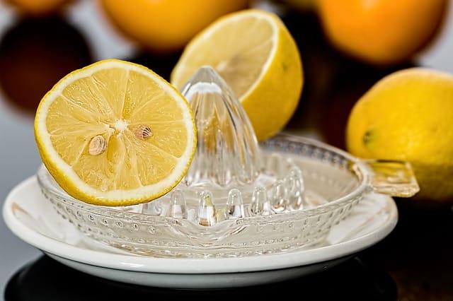 come pulire forno con limone